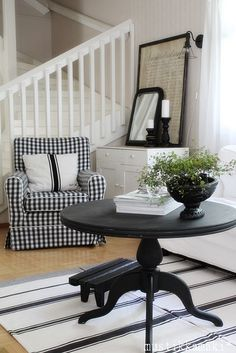 Black & White checkered chair, dark furnishing white walls
