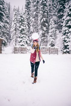 Gal Meets Glam Winter Wonderland Snowball Games Outfit Details: Patagonia Vest, J.Crew Turtleneck, Hudson Jeans, Sorel Boots, Patagonia Beanie Thomas and I always pop into the… Winter Family Photos, Winter Pictures, Senior Picture Outfits, Girl Senior Pictures, Patagonia Vest, Snow Outfit, And So It Begins, Sorel Boots, Gal Meets Glam