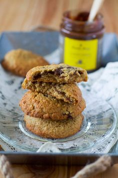 Spelt & walnuts cookies stuffed with banana & chocolate spread Dairy Free, Gluten Free, Walnut Cookies, Chocolate Spread, Gordon Ramsay, Cream And Sugar, Afternoon Snacks, Biscotti, Cookies Et Biscuits