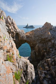 Church Rock- Pembrokeshire (by dave-pemcoastphotos.com)