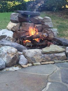 steinmauer garten Newest Backyard Fire Pit Design Ideas That Looks Great 43 Diy Fire Pit, Fire Pit Backyard, Backyard Patio, Backyard Landscaping, Backyard Seating, Landscaping Ideas, Backyard Fireplace, Outdoor Fireplaces, Outdoor Seating