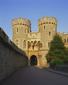 Windsor Castle, Windsor, London, England, UK. This was once a royal house, Queen Elizabeth I, King Henry VIII, and previous kings where housed there at one point in time. I'm not sure if any royal families still occupy this castle, though; I think not. This is a very pretty castle, I love the white stones and style of the place.
