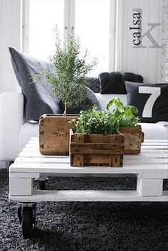 pallet coffee table on wheels.paint pallet coffee table white (or similar hue that matches better) if striped rug in living room Pallet Home Decor, Pallet House, Pallet Furniture, Diy Home Decor, Furniture Design, Outdoor Furniture, Furniture Ideas, Pallet Decorations, Wedding Furniture