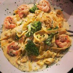 "Instagram @pslilyboutique ""Fresh Shrimp Fettuccine Alfredo. Yes, please! @ibakefilm #losangeles #fashionblogger #nomnomnom #fashion #LA #blogger #instafood #food #forkyeah #foodgasm…"""