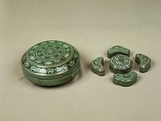 An elegant set of celadon cosmetic containers, Goryeo Period