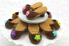 Kick up your heels and feed someone's passion for fashion with these adorable & edible Nutter Butter high-heel cookies! High Heel Cupcakes, High Heel Cookies, Shoe Cookies, Shoe Cupcakes, Yummy Treats, Sweet Treats, Best Edibles, Nutter Butter Cookies, Icing Flowers