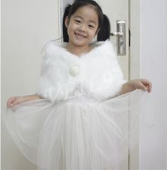 Lovely Flower girls faux fur cape ivoryoff whitecream by VEIL9