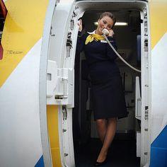 Ukraine International Airlines stewardess crewfie @elizabethmaiska