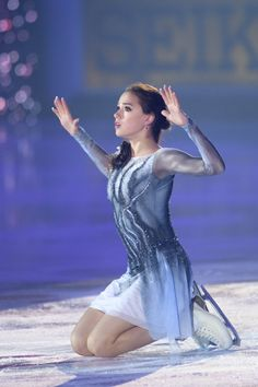 Alina Zagitova, Figure Skating Costumes, Ice Skaters, Claudia Schiffer, Skating Dresses, Sports Art, Winter Sports, Female Athletes, Sport Girl