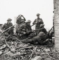 68 Black and White WWII Photos (32 photos)