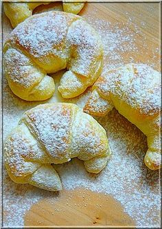 Limara péksége: Csokis-gesztenyés sodort kifli Hungarian Desserts, Hungarian Recipes, Best Italian Recipes, Sweets Recipes, Baking Recipes, Bread Dough Recipe, Delicious Desserts, Yummy Food, Sweet Buns