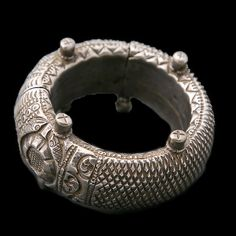 minine and opulently crafted, wedding jewellery is designed Gold And Silver Bracelets, Cheap Silver Rings, Bracelets For Men, Silver Necklaces, Silver Earrings, Cuff Bracelets, Silver Jewellery Indian, Tribal Jewelry, Turquoise Jewelry