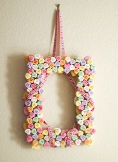 candy wreath Valentines Day Office, Candy Wreath, Candy Decorations, Edible Arrangements, Wreath Crafts, Cute Crafts, Valentine Crafts, Office Decor, Wreaths