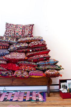 p-7797-moroccan-pillows1.jpg Baba souk- אתר שמוכר מוצרים שונים מכל העולם, עבודות יד, מעצבים
