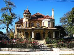 One of the stately Victorian style homes in King William district downtown San Antonio, Texas Victorian Architecture, Historical Architecture, Beautiful Architecture, Abandoned Houses, Old Houses, Huge Houses, Downtown San Antonio, Victorian Style Homes, King William