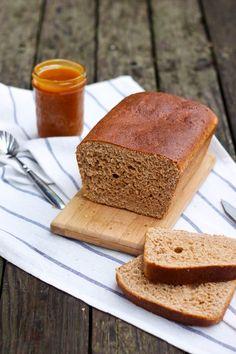 de Pan Integral con Miel en The Sweet Molcajete Brownie Desserts, Brownie Cake, Fruit Bread, Banana Bread, Honey Wheat Bread, Pan Dulce, Pan Bread, Dessert Bars, Vegetarian
