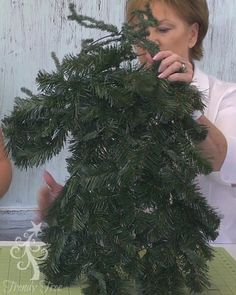 holiday decor Tutorial for making an evergreen Horse Head using the new Horse Head Work Wreath Form, evergreen and pine branches and burlap ribbon at Trendy Tree. Deco Mesh Wreaths, Holiday Wreaths, Holiday Decorations, Christmas Swags, Burlap Christmas, Primitive Christmas, Christmas Christmas, Cowboy Christmas, Country Christmas