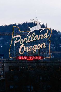 Historic Portland White Stag Sign + 25 Best Places to Take Pictures in Portland Oregon // http://localadventurer.com