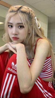 How would Blackpink members look like if they're blonde? Foto Rose, Rose Icon, Blackpink Members, Black Pink Kpop, Rose Park, Kim Jisoo, Blackpink Photos, Blackpink Fashion, Park Chaeyoung