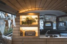 Jura & Drei-Seen-Land - 6 besondere Orte zum Natur genießen Bus Camper, Vw Transporter Camper, Vw Bus T3, Mini Camper, Vw T5, Van People, Caravan Van, Bus Interior, Kombi Home