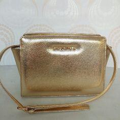 Messenger Mk Selma - 145 ribu  # Material : Taiga Saffiano # Size : 23x17x8 # Inner : Satin Mk # Tali Panjang # Colour :  Black - Cream - Pink Pastel - Red - Baby Pink - Shapire Blue - Tosca -  Maroon - Orange Neon - Baby Pink - Beige Black - Beige Brown - Gold - Silver .  WA 08996.505850 .  BB 5131b118 .  Group add line : vv_bags . .  #slingbag #travel #giveawaytas #fashionblogger #jualbaju #olshopjakarta #jakartatas #fashionhijab #muslimfashion #jualtas #jualjam #jualbaju #jualsepatu…