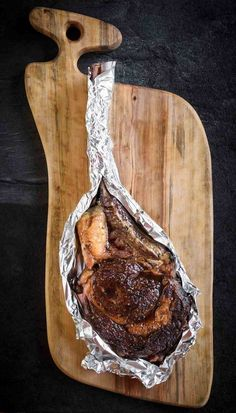beef steak recipe The tomahawk rib-eye (or cowboy steak) is a to steak pan seared and oven roasted, drizzled with butter, roasted garlic and fresh thyme. Grilled Steak Recipes, Grilling Recipes, Meat Recipes, Cooking Recipes, Recipies, Game Recipes, Shrimp Recipes, Dinner Recipes, Tomahawk Steak Recipe