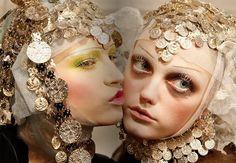 http://www.eyeshadowlipstick.com/wp-content/uploads/2012/09/John-Galliano-makeup-1.jpg
