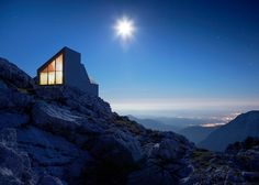 Mountain cabin by OFIS, Harvard students shelters climbers