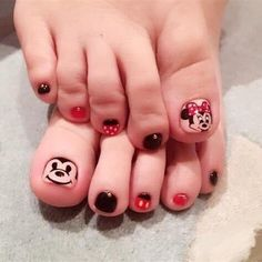 Más de 40 fotos de uñas decoradas para Pies – Foot nails | Decoración de Uñas - Nail Art - Uñas decoradas - Part 2 Pretty Toe Nails, Pretty Toes, Fun Nails, Pedicure Nails, Toenails, Disney Nails, Toe Nail Designs, Toe Nail Art, Finger