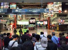 KL Sentral gempar lagi beg pakaian disangka mengandungi bom di stesen KTM   Kira-kira 50 pengguna komuter di KL Sentral gempar dengan penemuan beg pakaian dipercayai mengandungi bom di tempat menunggu stesen berkenaan malam tadi.  Beg pakaian yang ditemui di tempat menunggu komuter diperiksa oleh sepasukan Unit Pemusnah Bom yang bergegas ke lokasi selepas menerima panggilan orang awam pada jam 10 malam.  KL Sentral gempar lagi beg pakaian disangka mengandungi bom di stesen KTM  Ketua Polis…