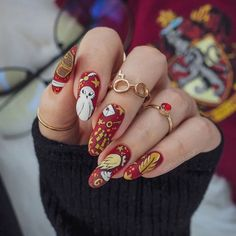 The C was sold to pay for polish 💅. Harry Potter Nails Designs, Harry Potter Makeup, Harry Potter Nail Art, Summer Acrylic Nails, Cute Acrylic Nails, Acrylic Nail Designs, Crazy Nail Art, Cool Nail Art, Halloween Nails