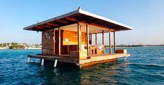 http://www.compartilhavel.com/quando-eu-vi-o-que-eles-construiram-debaixo-desta-casa-no-mar-incrivel/ =Em um hotel no Oceano Índico, isso é totalmente possível! Por apenas $900 por noite, você pode ficar a vontade em um quarto abaixo da superfície do mar.  A estrutura flutuante de engenharia sueca, tem três níveis. O deck de descanso, o terraço e a parte mais incrível, um quarto abaixo da superfície com uma vista de quase 360º.