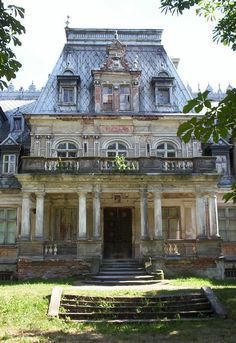 Abandoned French-styled Palace - Guzow, Poland