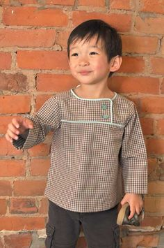 When I first saw Vivian's After-School Shirt pop up in our Flickr group, I knew she would be the perfect person to do a tutorial on piping. And sure enough, she jumped right into the project …