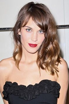 Alexa Chung from FNO Love the cut and my hair is naturally messy-wavy like that - think it would work without the bangs? Alexa Chung Hair, Alexa Chung Style, Cooler Style, Looks Black, Glamour, Twiggy, Looks Cool, Hair Day, Look Fashion