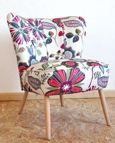 Fotel koktajlowy vintage po renowacji tapicerskiej i stolarskiej.