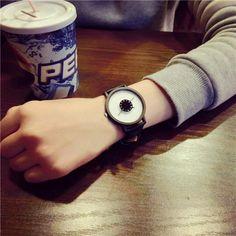 Orologio al quarzo modo coreano cinturino in cuoio ⌚myalleshop Wood Watch, Surface Design, Watches, Accessories, Black, Products, Fashion, Sash, Wooden Clock
