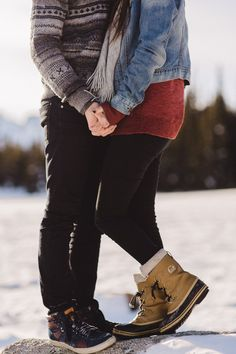 Winter fashion for engagement photos. Easy ideas for what to wear for winter photos. Rocky Mountain National Park engagement session by Colorado and wyoming wedding photographer, Megan Lee Photography | Engagement Photos in Snow
