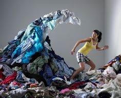 Image libre de droits: Woman underneath wave of laundry