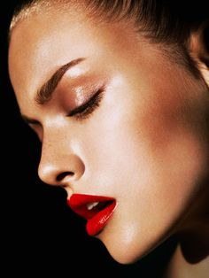 A perfect red pout summer look on model Emma Maclaren, from Harpers Bazaar.