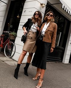 If you could wear one colour for the rest of your life, which one would it be? We'd struggle to choose between black, white or tan 😉. One Color, Colour, Modest Fashion, Leather Skirt, Cool Outfits, Photo And Video, People, Model, How To Wear