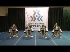 Show and gos Cheer Pyramids, Cheerleading Pyramids, Cheer Routines, Dance Routines, Easy Cheers, Easy Cheerleading Stunts, Cheer Jumps, Youth Cheer, Varsity Cheer