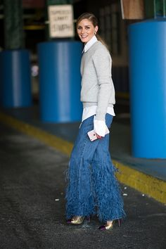 Olivia Palermo seen in the streets of Manhattan during the New York Fashion Week on September 14 2016 in New York City Estilo Olivia Palermo, Olivia Palermo Lookbook, Jeans Trend, Denim Trends, Jeans Skinny, Wide Leg Jeans, Mode Outfits, Jean Outfits, Spring Fashion 2017