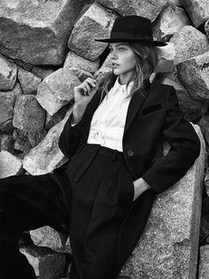 Tailleurs Pour Filles Publication: Vogue Paris November 2016 Model: Sasha Pivovarova Photographer: Gregory Harris Fashion Editor: Géraldine Saglio Hair: James Rowe Make Up: Hiromi Ueda