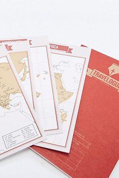Journal de voyage rouge Travelogue avec cartes - Urban Outfitters