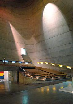 Eglise du Sacre Cœur Nef 640x426 Eglises les plus insolites