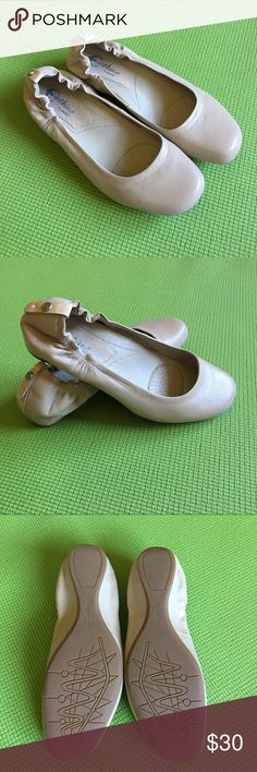 Earthies by Earth flats size 7.5 Gorgeously simple with classic lines. All soft leather construction, molded footbed designed to support the arch and hold foot in the proper position.  Only wore once in my carpeted classroom. Earthies by Earth Shoes Flats & Loafers
