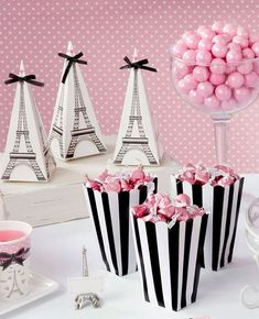How cute are these Eiffel Tower favour boxes? They'd be perfect for a Paris themed party!