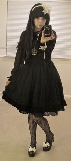 daily_lolita: Three outfits: Sweet, classic, and gothic loli!