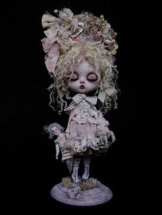 doll by Julien Martinez ... some of the most amazing costuming i have ever seen ... gorgeous ...
